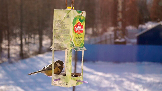 кормушку для птиц из коробок